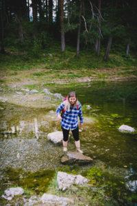 Caroline paddling in Grüner See