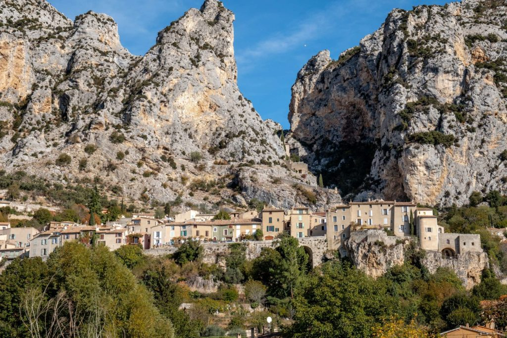 Wide shot of Moustiers-Sainte-Marie
