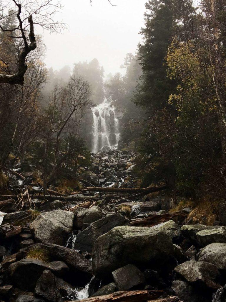 Waterfall near lake Sant Maurici