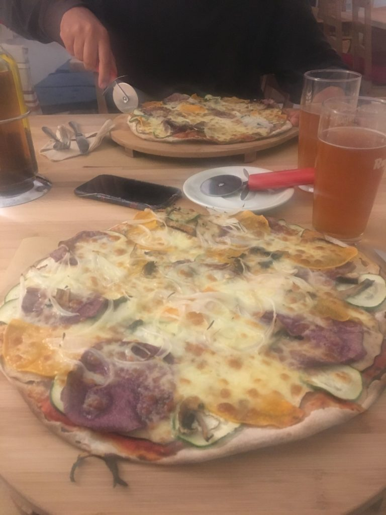 Blurry picture of Olot pizza