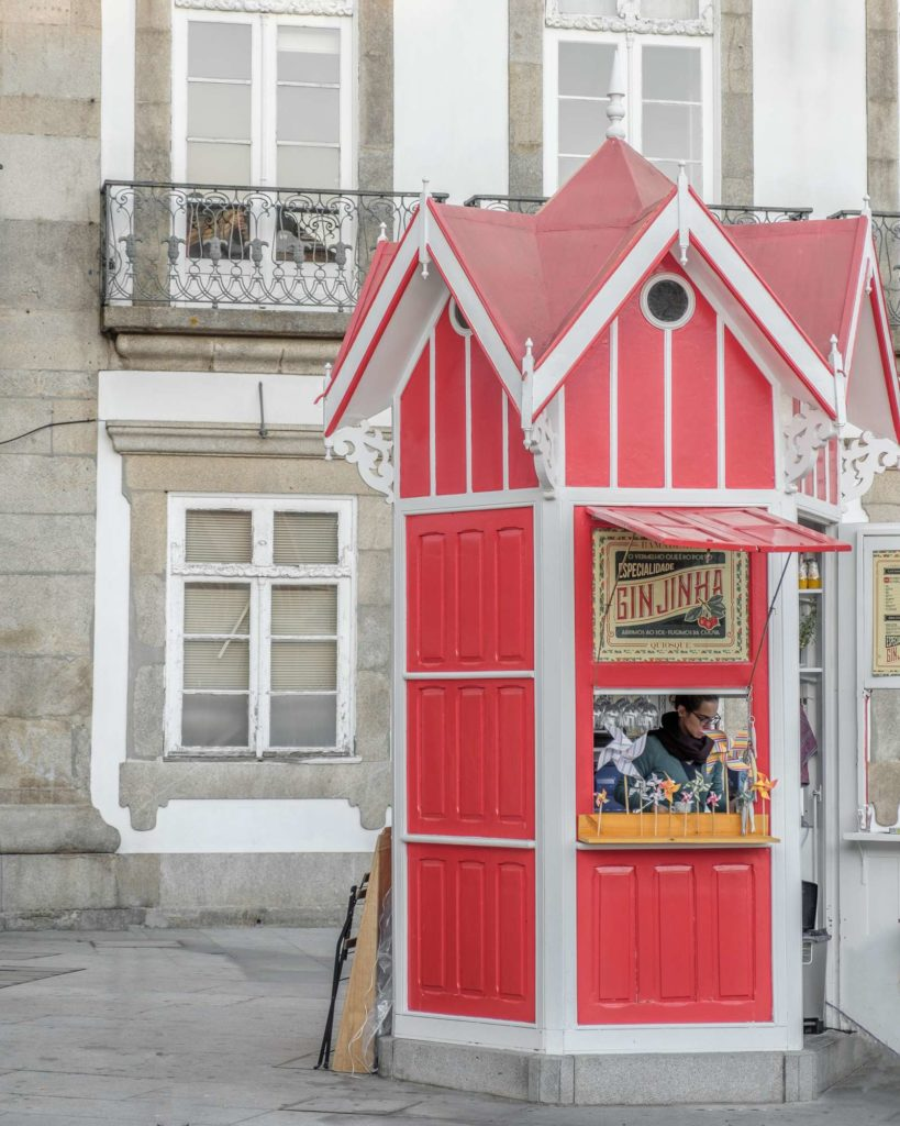 Cute red drinks stand in Porto
