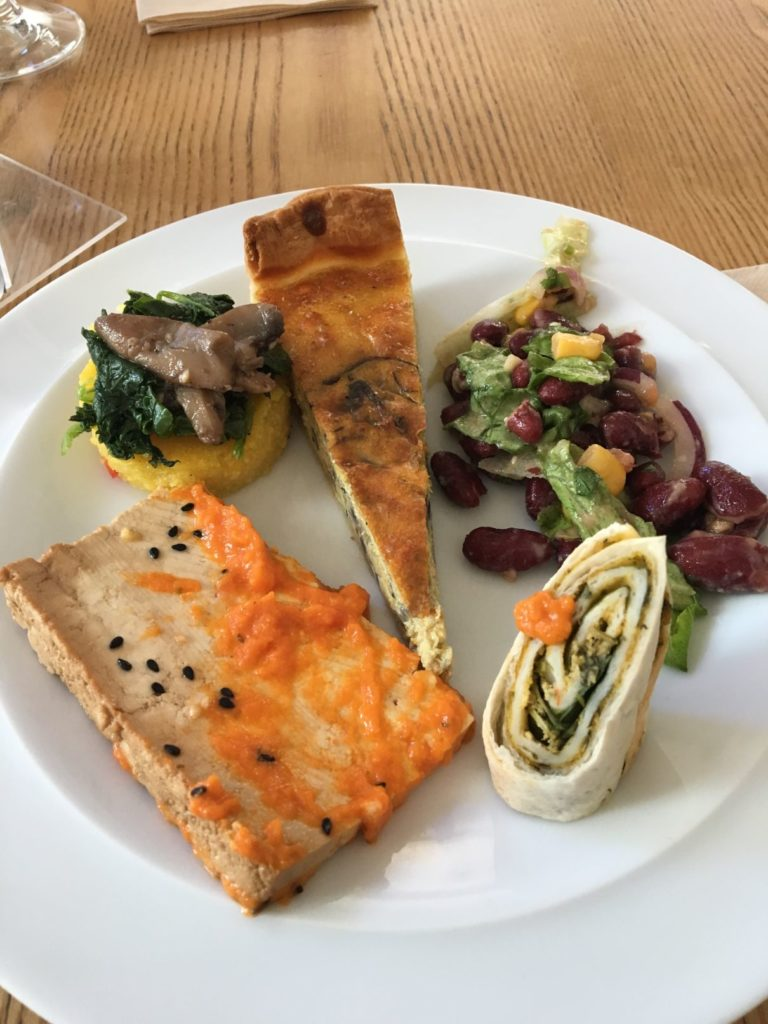 daTerra Baix vegan buffet plate