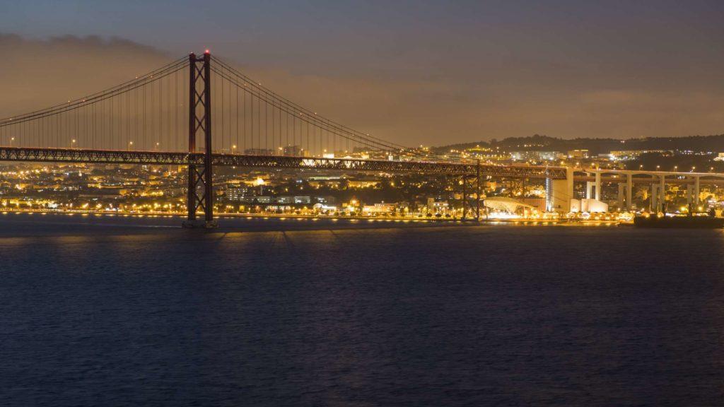 25th April bridge at night