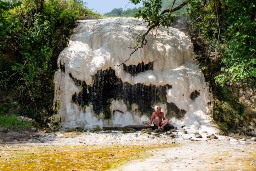 Hot sulfur spring on Tekhuri river