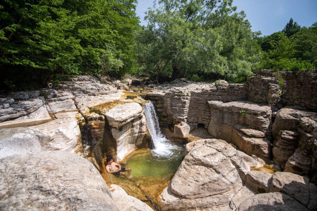 Tiny Kinchkha waterfall