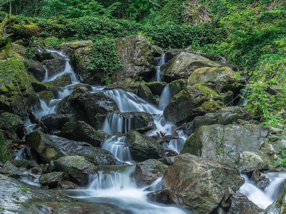 Little Ninoskhevi waterfall in Lagodekhi